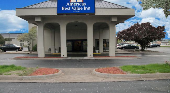 Americas Best Value Inn Moline - Moline - 건물