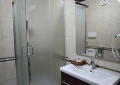 다이너스티 호텔 - 티라나 - 욕실