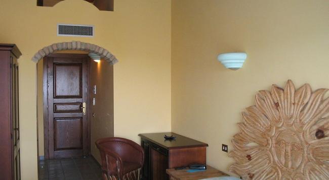 Hotel Dell'Ancora - 빌라시미우스 - 침실