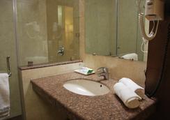 호텔 페어웨이 - 암리차르 - 욕실