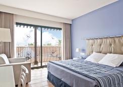 Hotel Portaventura - Theme Park Tickets Included - 살루 - 침실