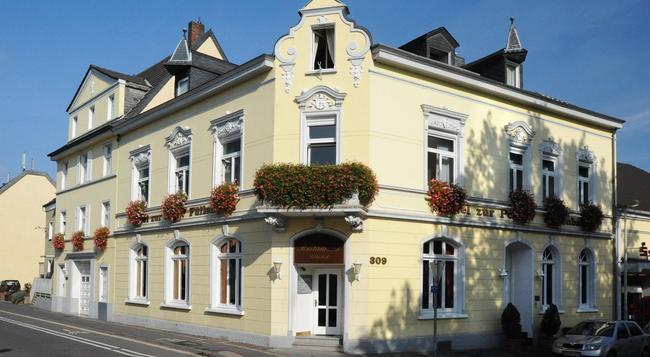 Hotel-Restaurant Zur Post - 본 - 건물