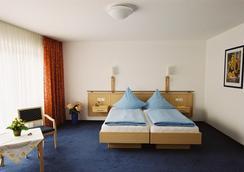 Hotel-Restaurant Zur Post - 본 - 침실