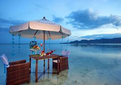 Dara Samui Beach Resort & Villa - 코사무이 - 레스토랑