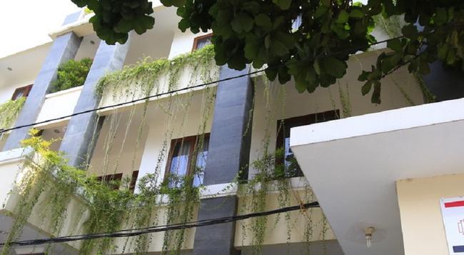 레드도어즈 @ 펜즈르니한 - 자카르타 - 건물