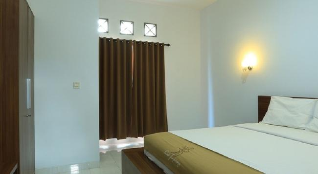 RedDoorz Near By Pass Ngurah Rai - 덴파사르 - 침실