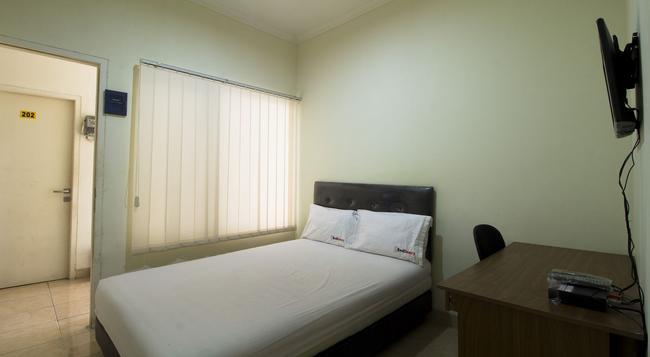 Reddoorz @ Salemba Raya - 자카르타 - 침실