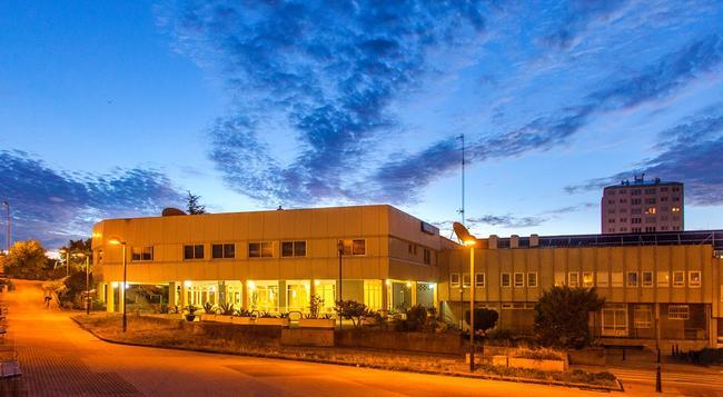 호텔 아베니다 - 라코루냐 - 건물
