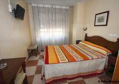 Hotel Sevilla - 알메리아 - 침실