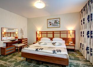 이즈마일로보 알파 호텔