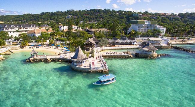 Seagarden Beach Resort - 몬테고베이 - 해변
