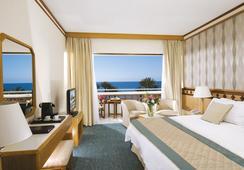 Constantinou Bros Pioneer Beach Hotel - 파포스 - 침실