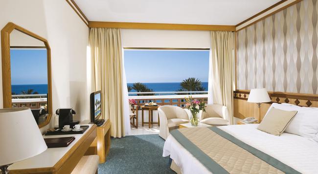 Pioneer Beach Hotel - 파포스 - 침실