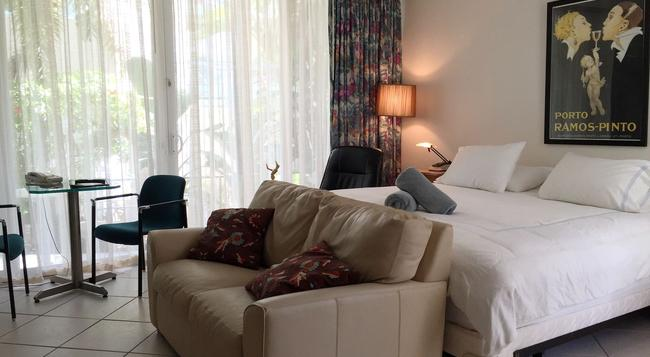 Manhattan Tower Apartment Hotel - 포트로더데일 - 침실