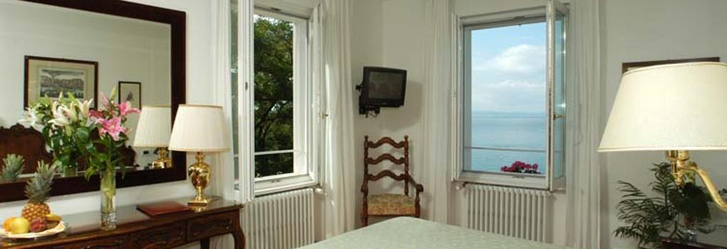 Hotel Riviera & Maximilians - 트리에스테 - 침실