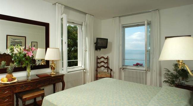 Hotel Riviera & Maximilian's - 트리에스테 - 침실
