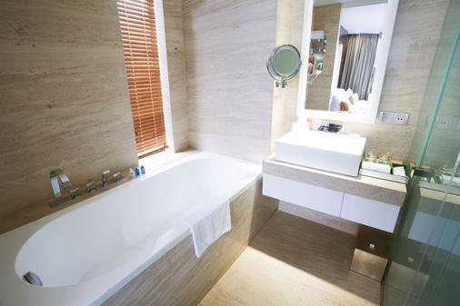 홀리데이 비치 다낭 호텔 & 리조트 - 다낭 - 욕실