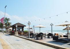 홀리데이 비치 다낭 호텔 앤 리조트 - 다낭 - 해변