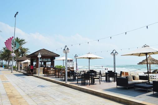 홀리데이 비치 다낭 호텔 & 리조트 - 다낭 - 해변