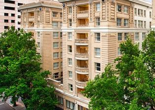 엠버시 스위트 포틀랜드 다운타운 호텔