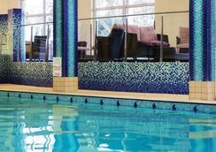 Fitzpatrick Castle Hotel - 더블린 - 수영장