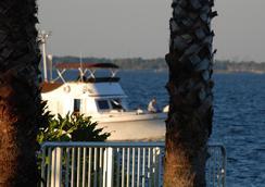 Monroe's on the Lake Hotel & Banquet Hall - 샌포드 - 야외뷰
