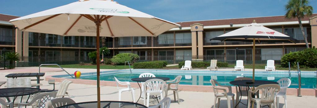 Monroe's on the Lake Hotel & Banquet Hall - 샌포드 - 수영장