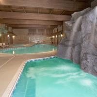 Algoma's Water Tower Inn & Suites, BW Premier Collection Pool Waterfall