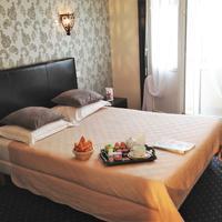 Hotel de France Guestroom