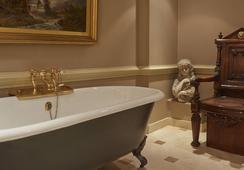 배티 랭글리스 - 런던 - 욕실