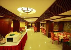 웨스트웨이 호텔 칼리컷 - Kozhikode - 레스토랑