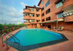 웨스트웨이 호텔 칼리컷 - Kozhikode - 수영장
