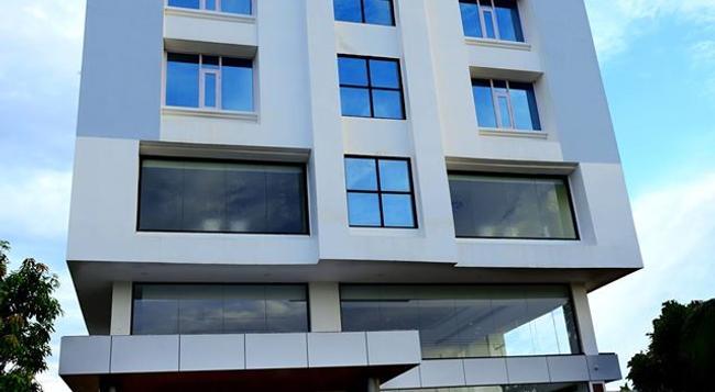 Hotel Bhargav Grand - Guwahati - 건물