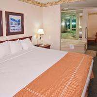 Baymont Inn & Suites Jackson Whirlpool Suite