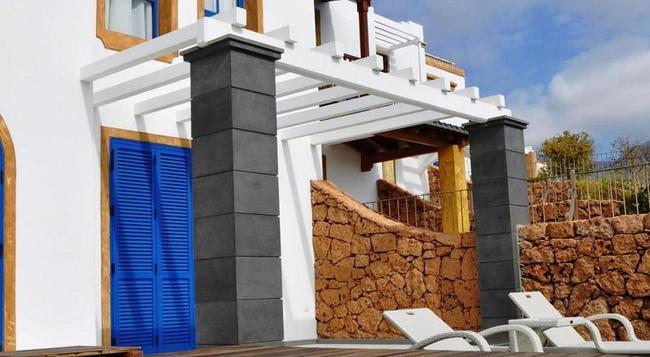 Hotel Suite Villa María - 아데제 - 수영장