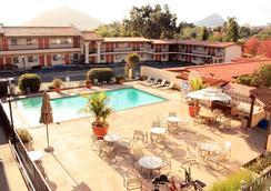 Sands Inn & Suites - 샌루이스오비스포 - 수영장