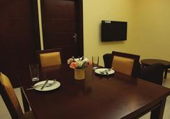 탄자나이트 이그제큐티브 스위트 호텔 - Dar Es Salaam - 라운지