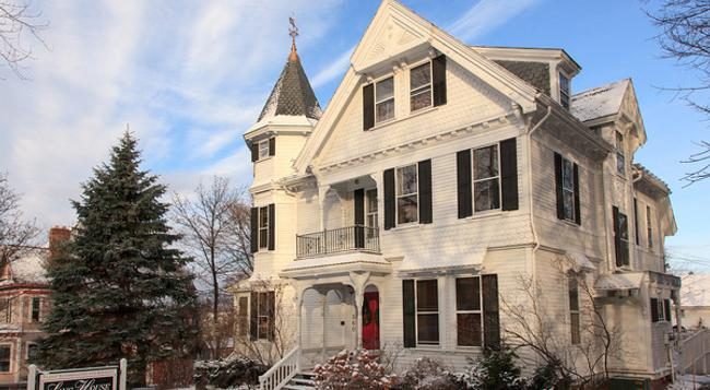 Lang House on Main Street Bed & Breakfast - Burlington - 건물