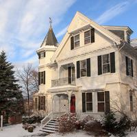 Lang House on Main Street Bed & Breakfast Only 3 Blocks from Downtown