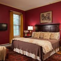 Lang House on Main Street Bed & Breakfast Guestroom