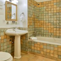 르 상-피에르, 오베르즈 디스팅티브 Bathroom