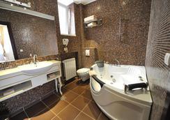 퀸스 아스토리아 디자인 호텔 - 베오그라드 - 욕실