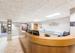 Baymont Inn & Suites Des Moines Airport - 디모인 - 로비