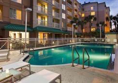 Courtyard by Marriott Orlando Downtown - 올란도 - 수영장