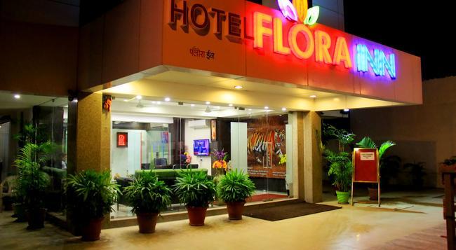 Hotel Flora Inn - Airport - 나그푸르 - 건물