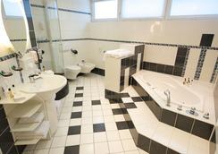 시티 호텔 베를린 이스트 - 베를린 - 욕실