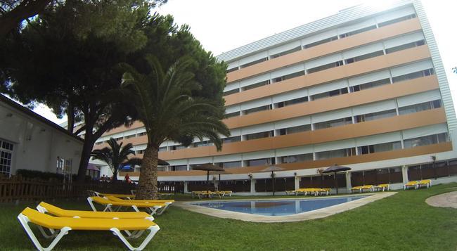 Carabela Beach & Golf Hotel - Matalascañas - 건물