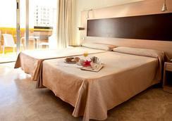 Hotel & Spa Dynastic - 베니도름 - 침실