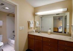 Hawthorn Suites by Wyndham Airport Columbus East - 콜럼버스 - 욕실