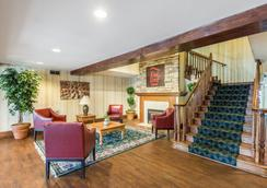 Red Roof Inn & Suites Knoxville East - 녹스빌 - 로비